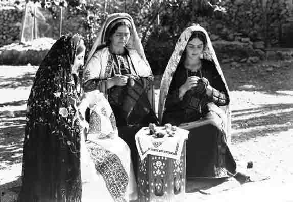 Ramallah-brodeuses,-1940.jpg